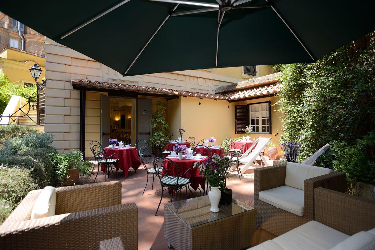 Rome_Garden_Hotel_patio_6.jpg