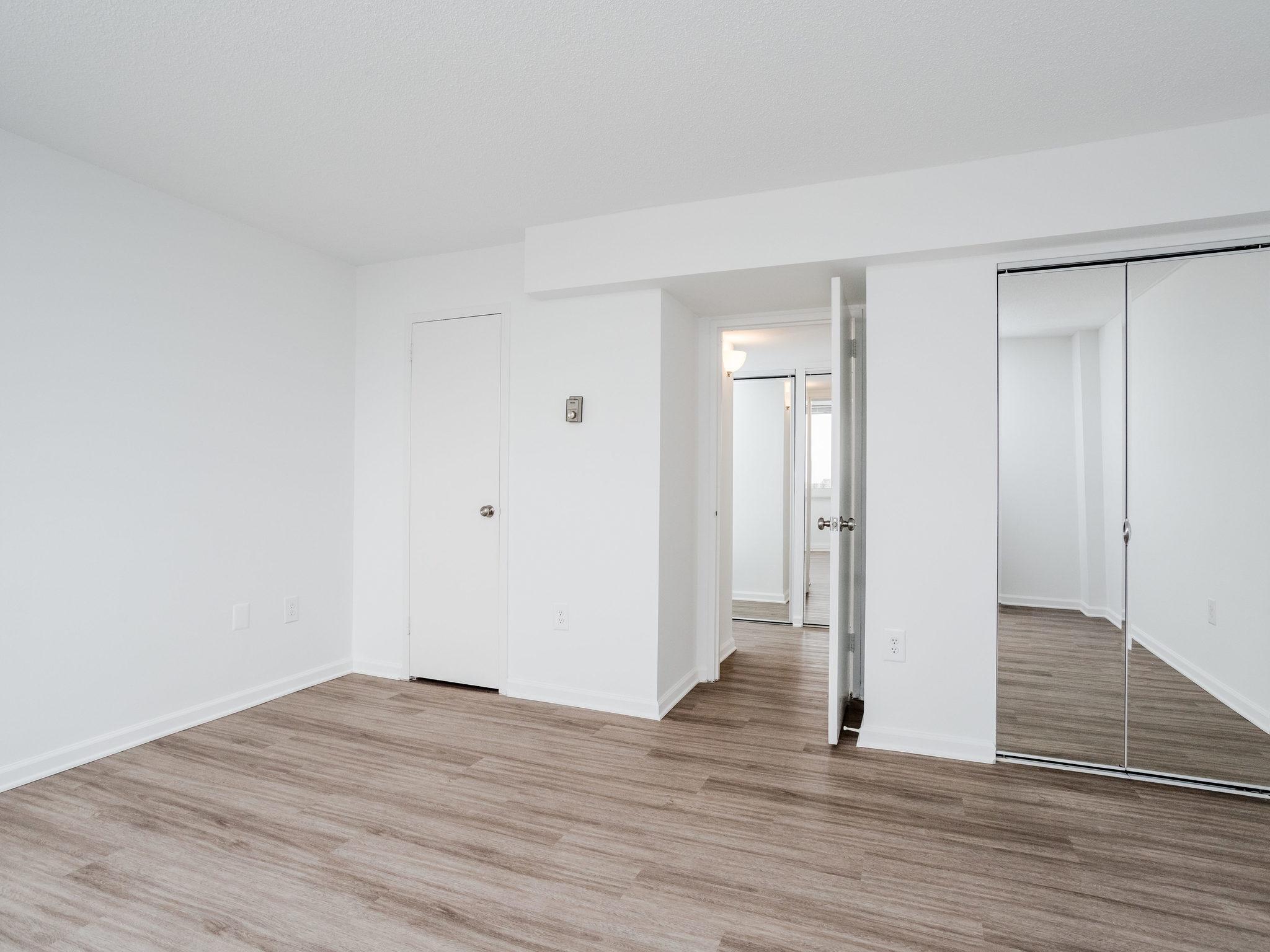 101 S Whiting St 1505-MLS_Size-013-10-Bedroom-2048x1536-72dpi.jpg