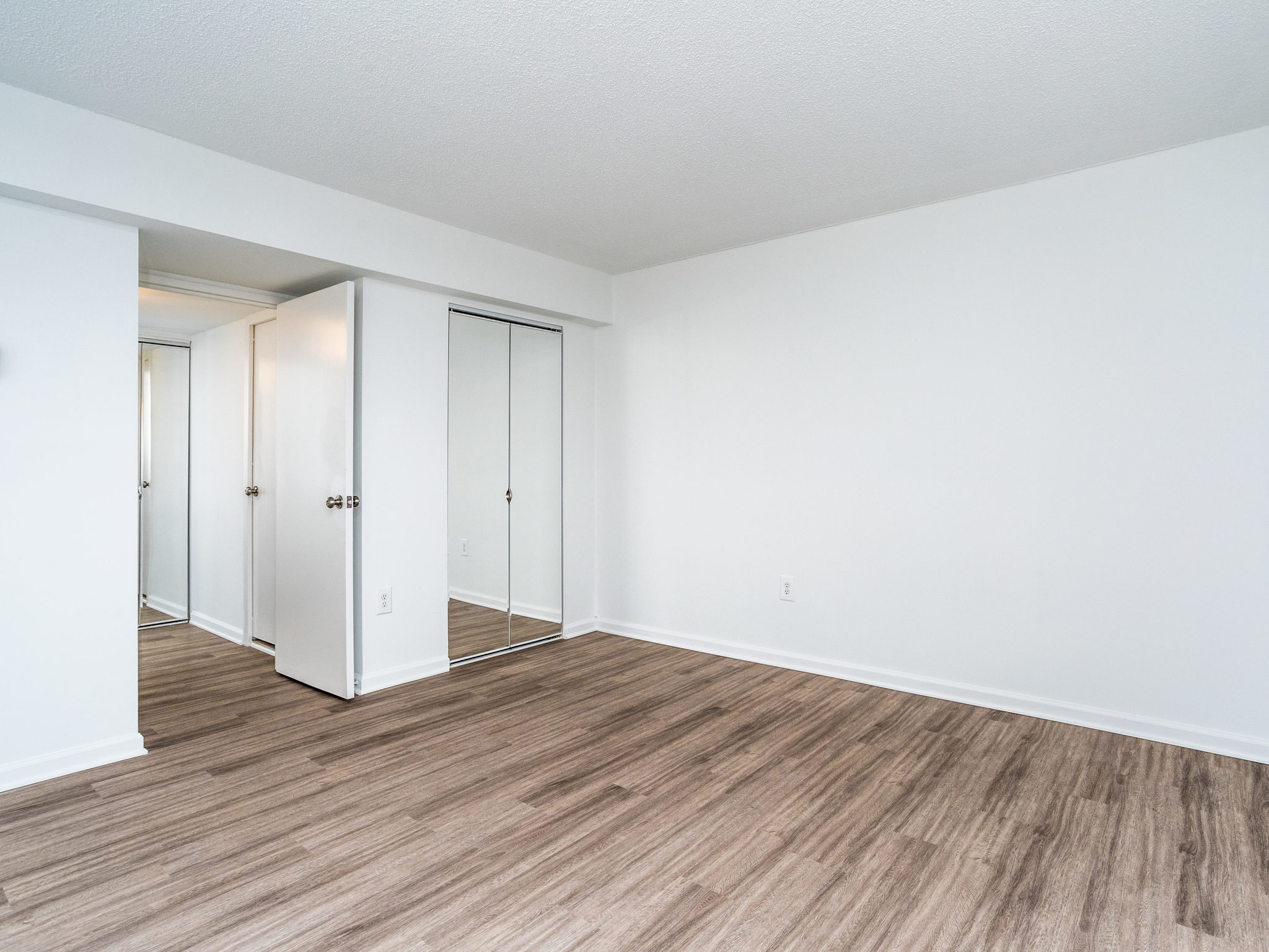 101 S Whiting St 1505-MLS_Size-014-12-Bedroom-2048x1536-72dpi.jpg