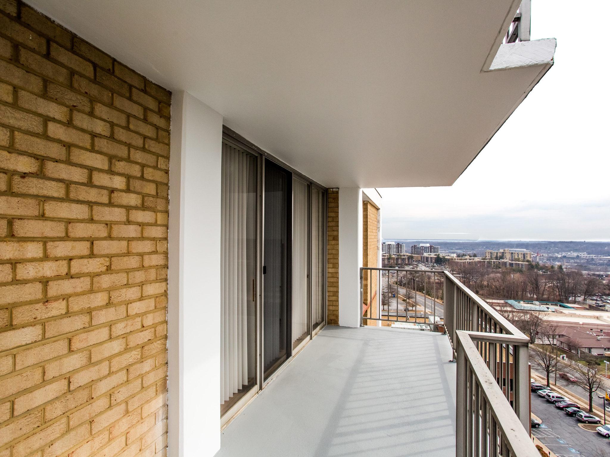 101 S Whiting St 1505-MLS_Size-018-18-Balcony-2048x1536-72dpi.jpg