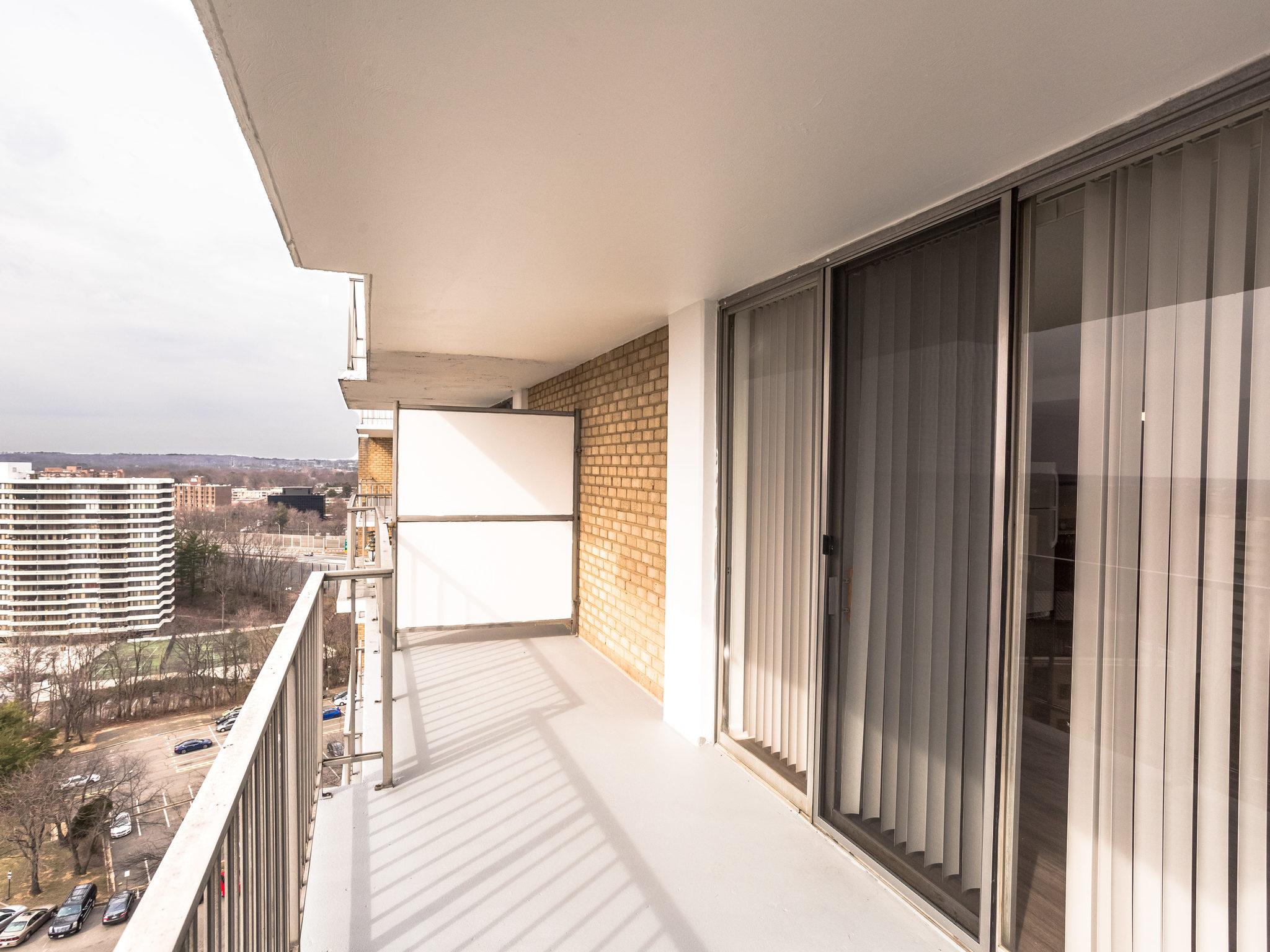 101 S Whiting St 1505-MLS_Size-019-25-Balcony-2048x1536-72dpi.jpg