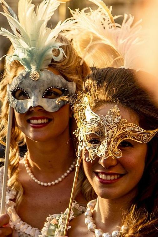 034125fc9651bcdee3442dc21c1e1db0--masquerade-party-masquerade-masks.jpg