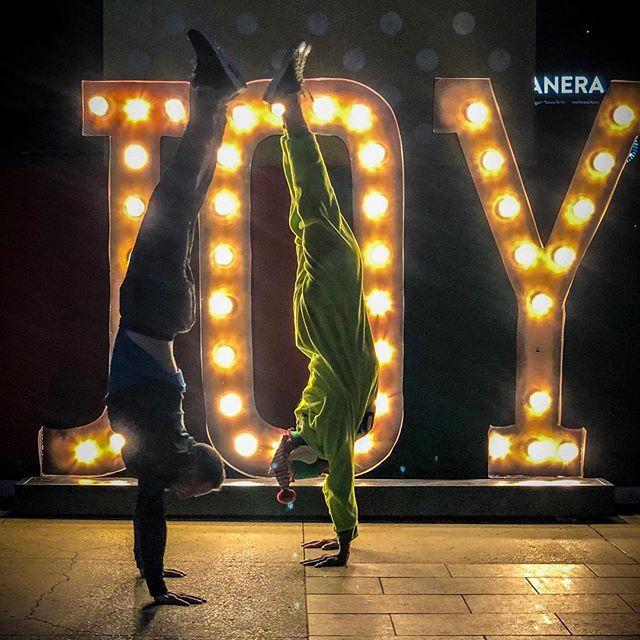 Balance, Joy, Love, Light❤️ • • • • • #calisthenics #streetworkout #barstarzz #barbrothers #handstand #bodyweight #pullups #gymnastics #baristiworkout #planche #muscleup #frontlever #bodyweighttraining #parkour #pushups #acroyoga #femalecalisthenics #calistenia #wco #madbarz #muscleups #core #wswcf #crossfit #strength #balance #yoga #flexibility #backlever #acrobatics
