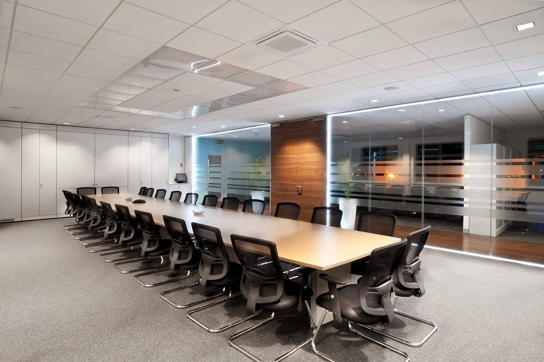 Glass-Wall-Office-Partition__1469389916_81.157.200.184.jpg