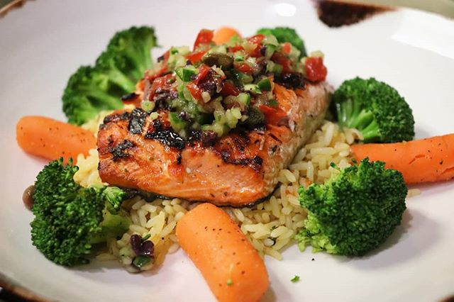 We have added a new salmon dish to the menu that is perfect for summer! Comes with rice pilaf, seasonal vegetables, and topped with a delicious Mediterranean salsa 😍🤤