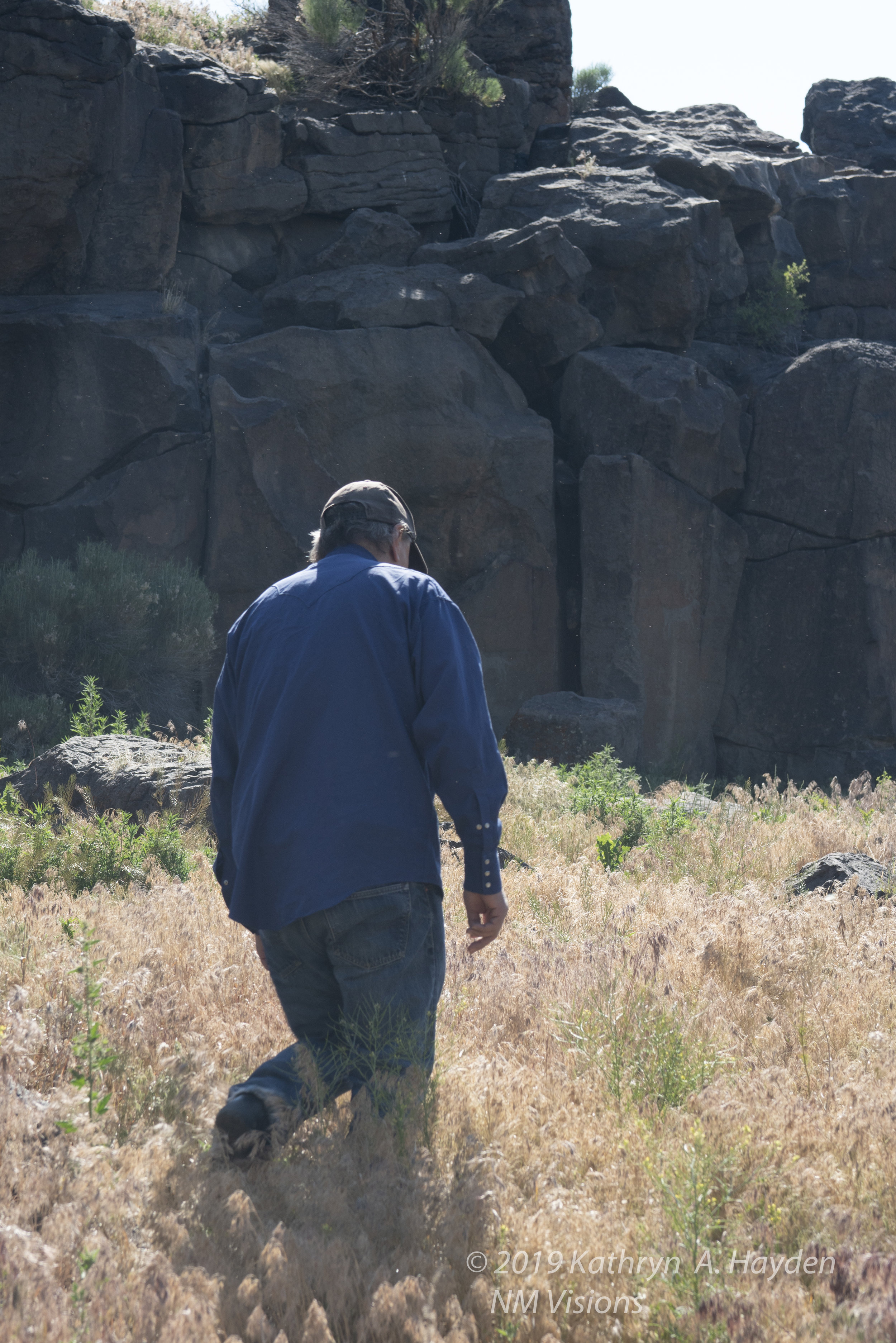 Robert leads group to series of petroglyphs along the rock face.