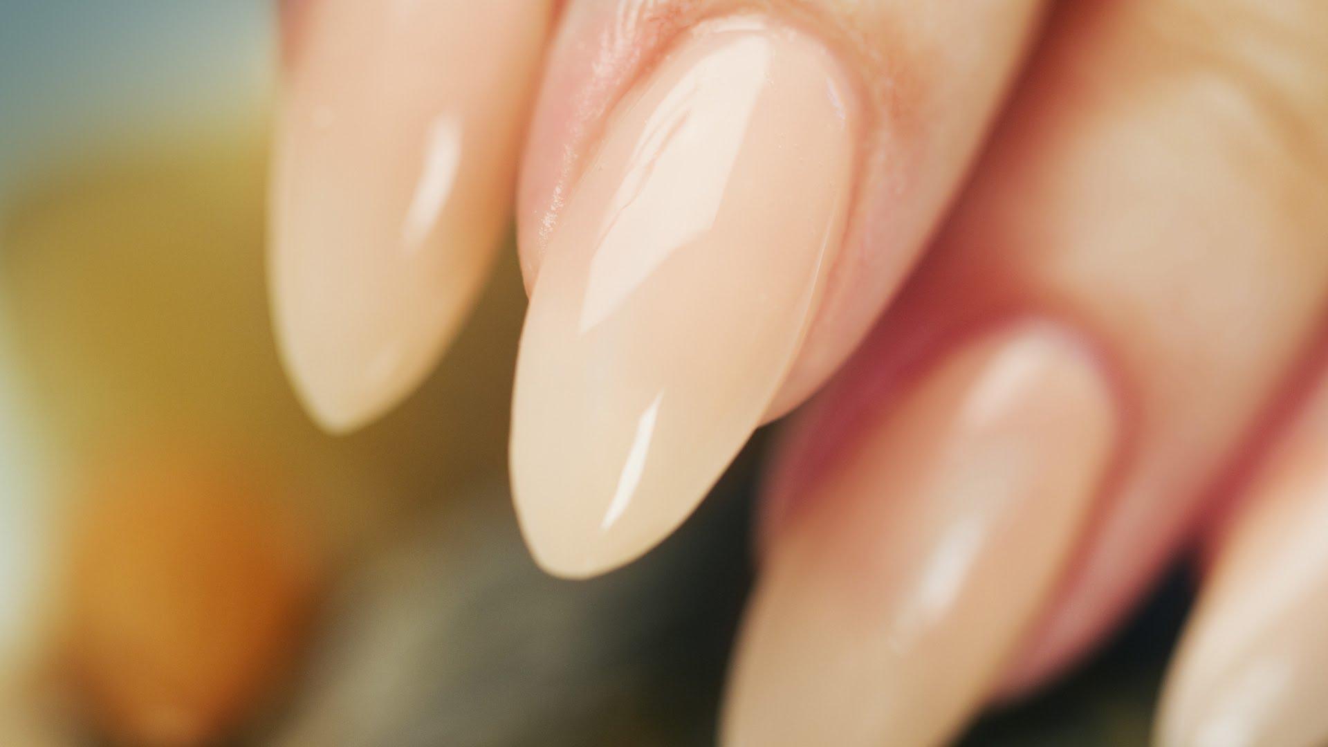 Website Almond nails.jpg