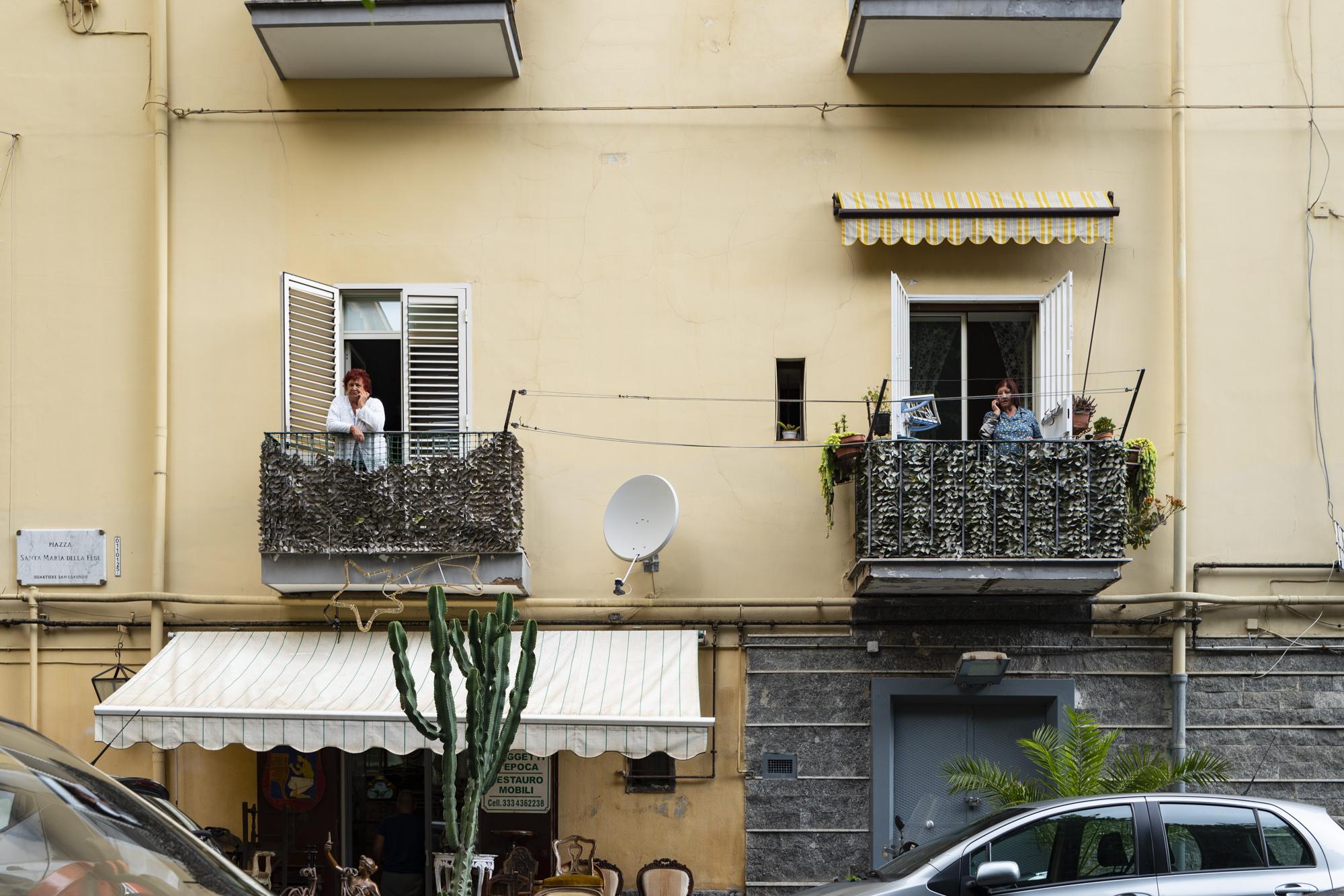 Neighbours, Naples