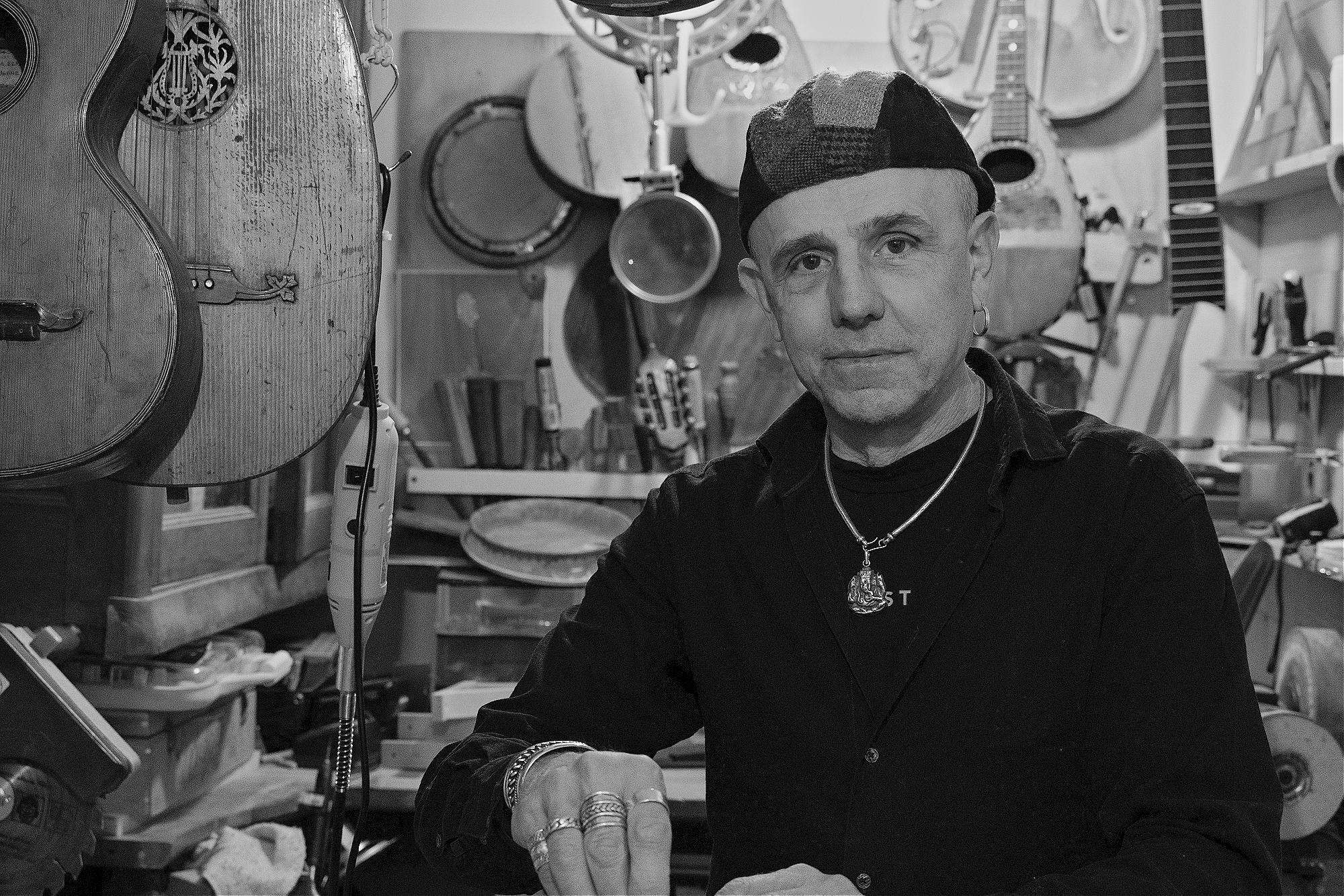 Andrea Incandela, Guitar maker, Genoa