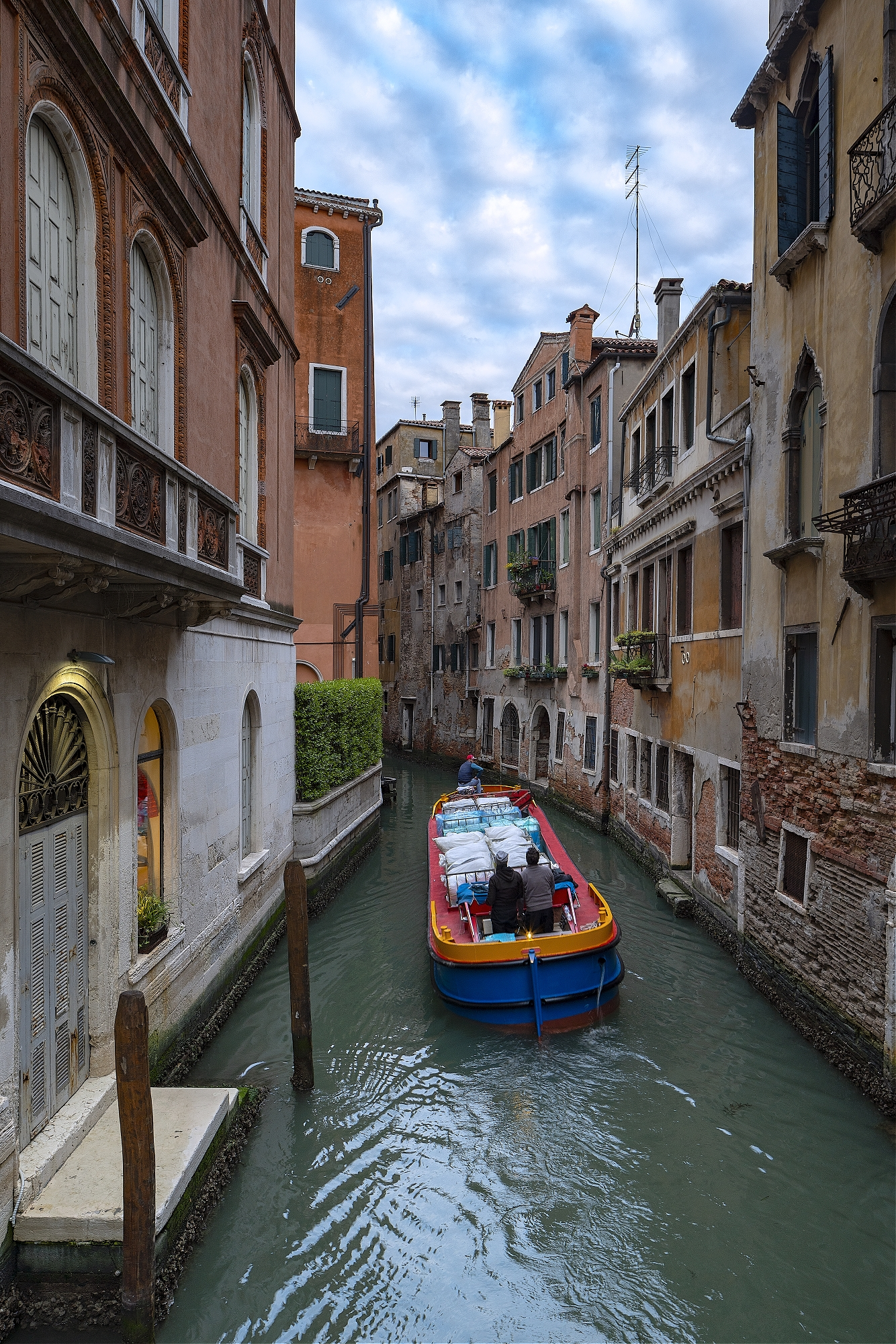 Delivering the laundry for the hotels in Venice