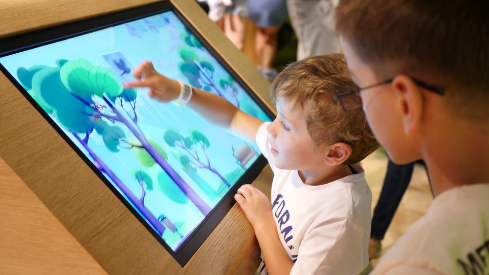 kids-play-type-an-educational-multimedia-gaming-touchscreen-display-in-cogn_bn8toiph_thumbnail-full01.png