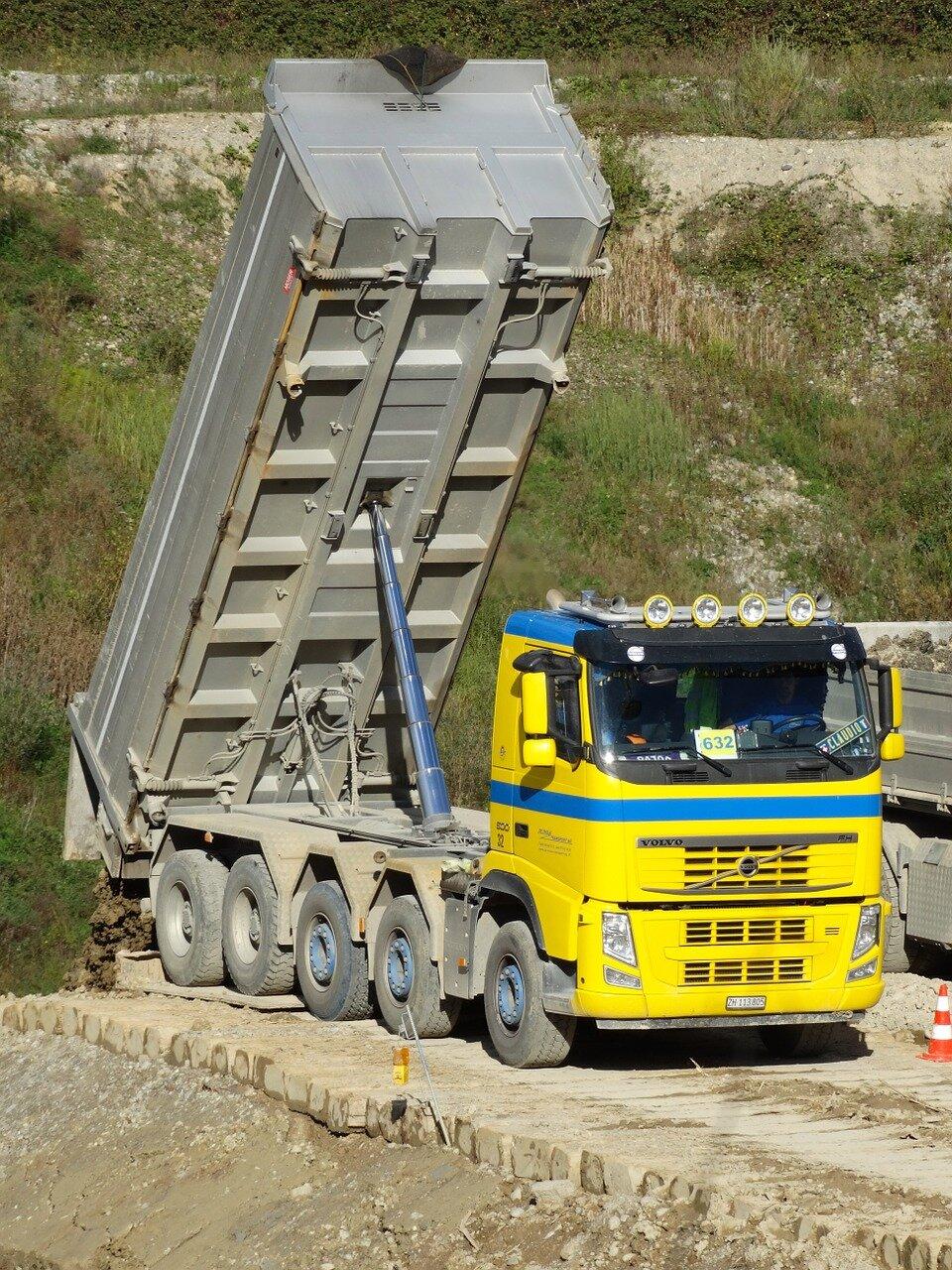 tilt-trucks-482420_1280.jpg