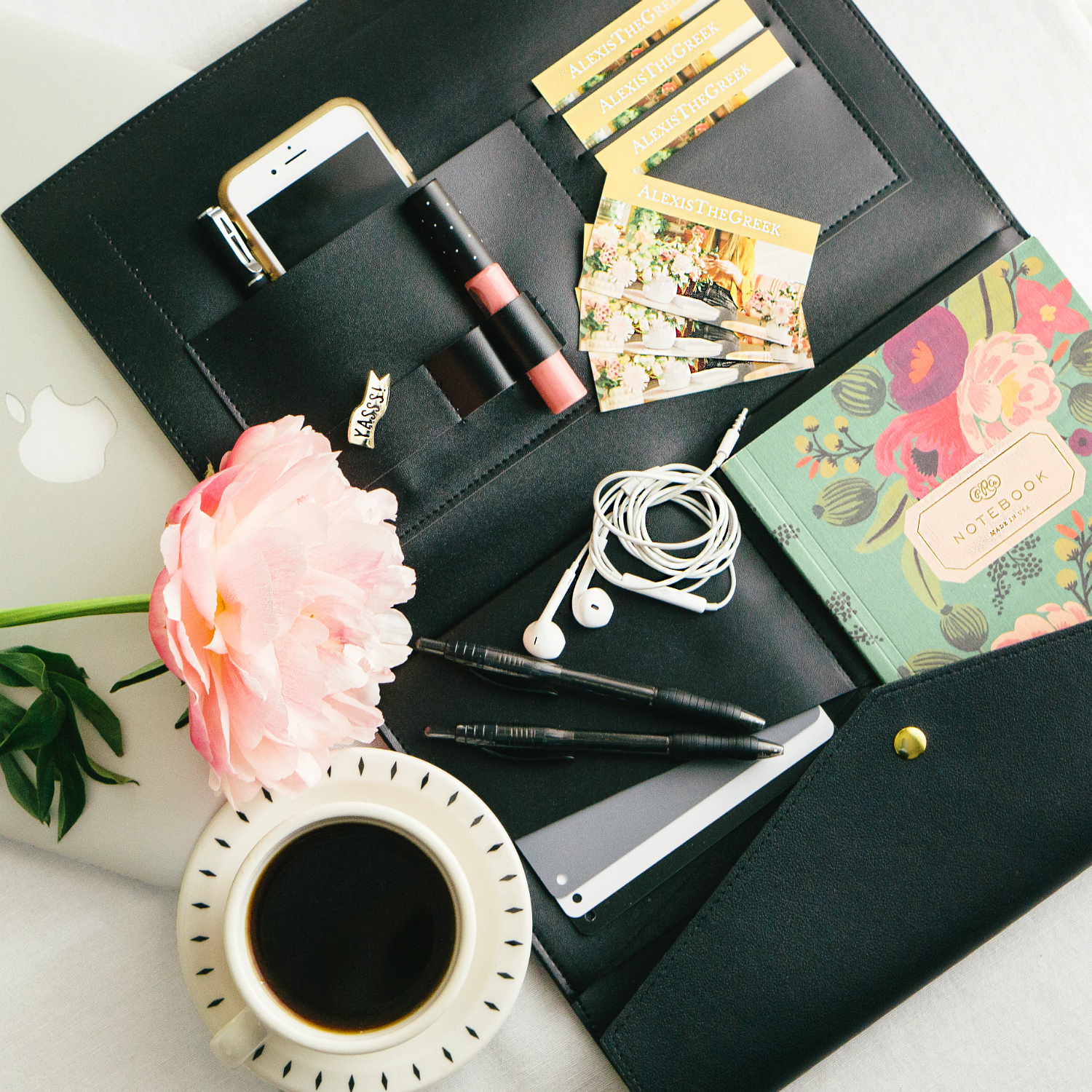 What's In YOUR Camera Bag? 7 Free or Cheap Tools Photographer Tools for Your Next Photo Shoot | Alexis The Greek blog