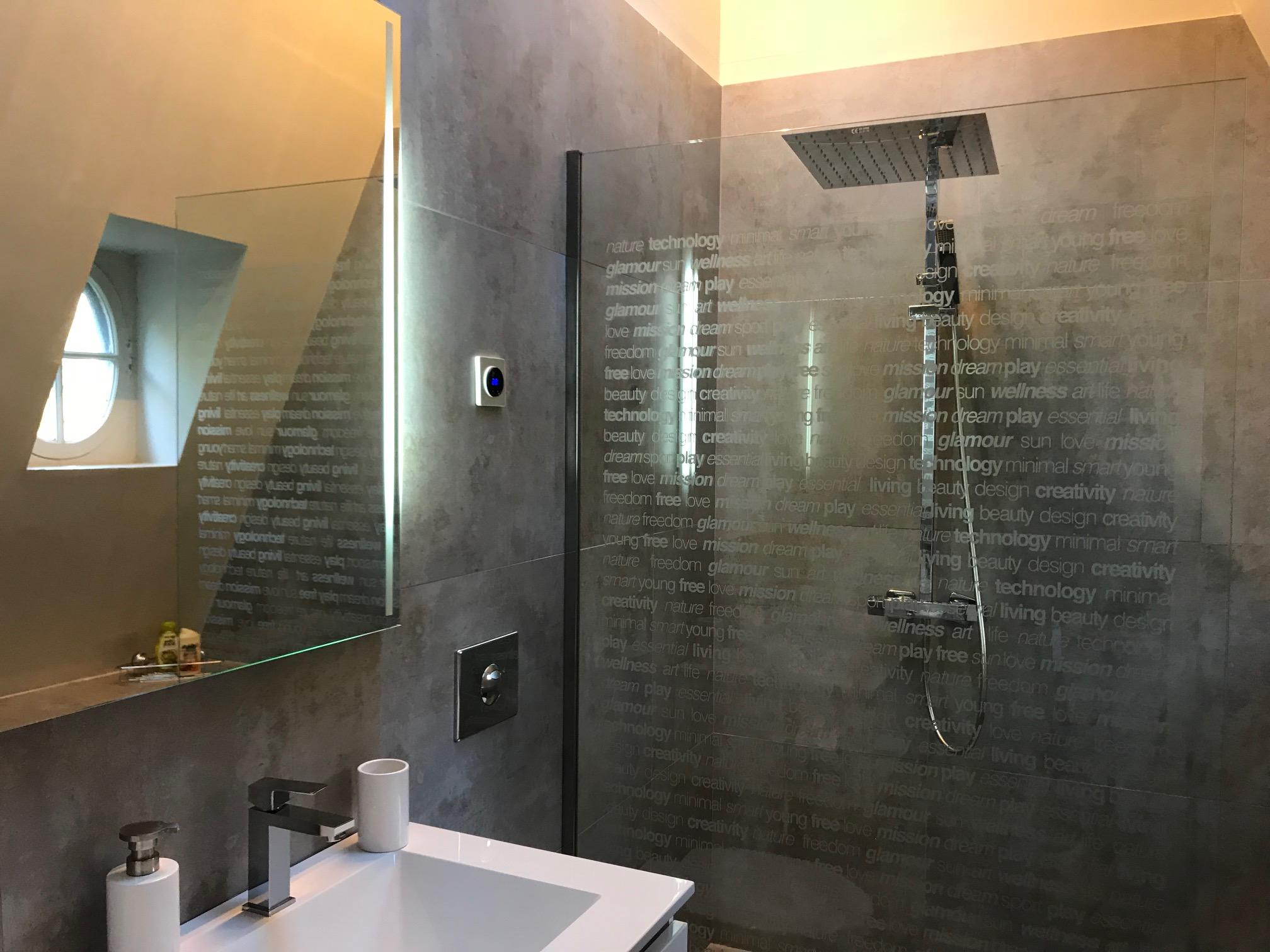 room 2 bathroom IMG_5658.jpg