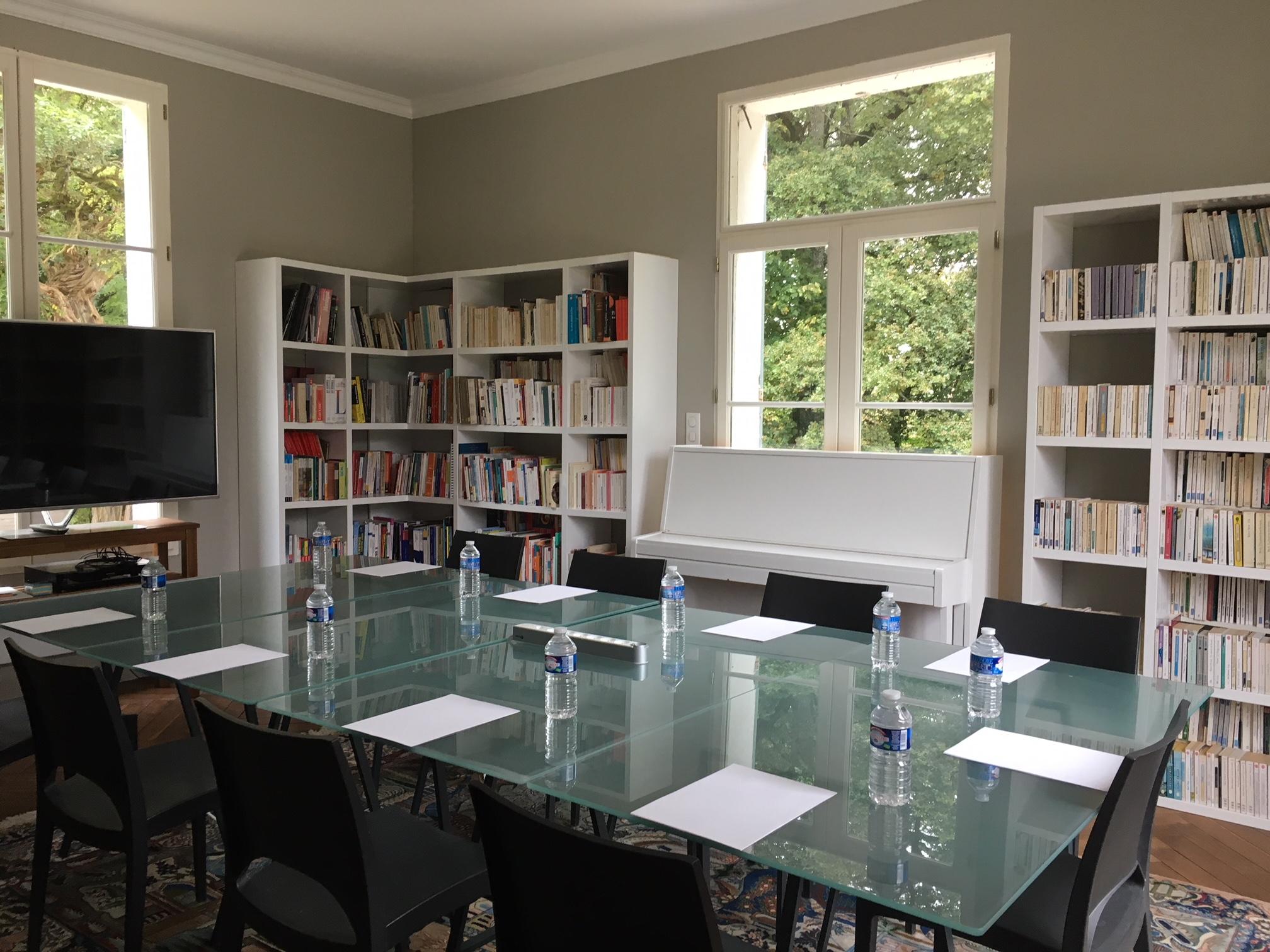 dining room __ meeting room __ Dans le château une annexe pour la grande salle de séminaire pour 10 personnes  __ IMG_5558.JPG