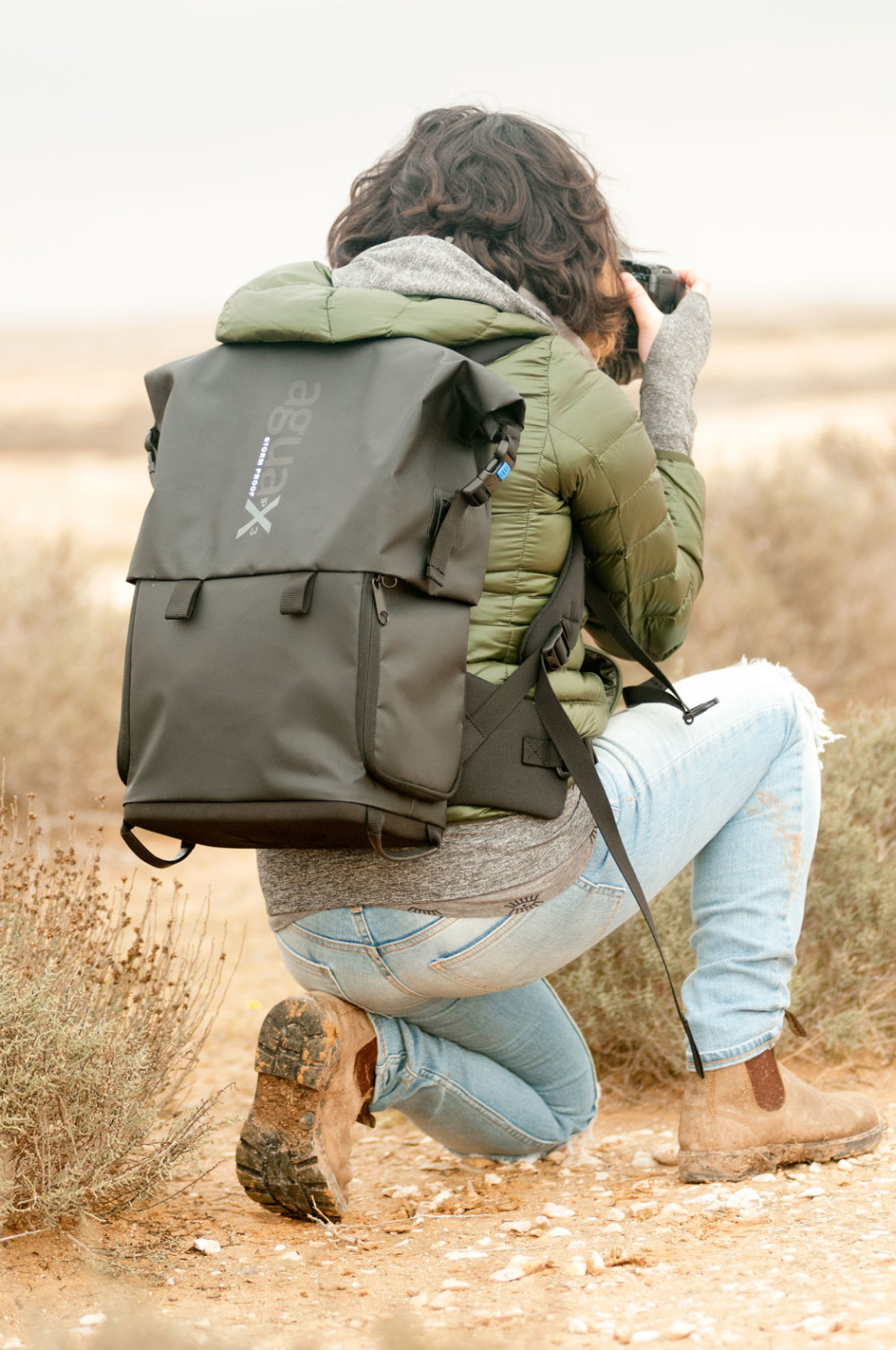 Agua-Stormproof-Backpack_Back-action-952x1434.jpg