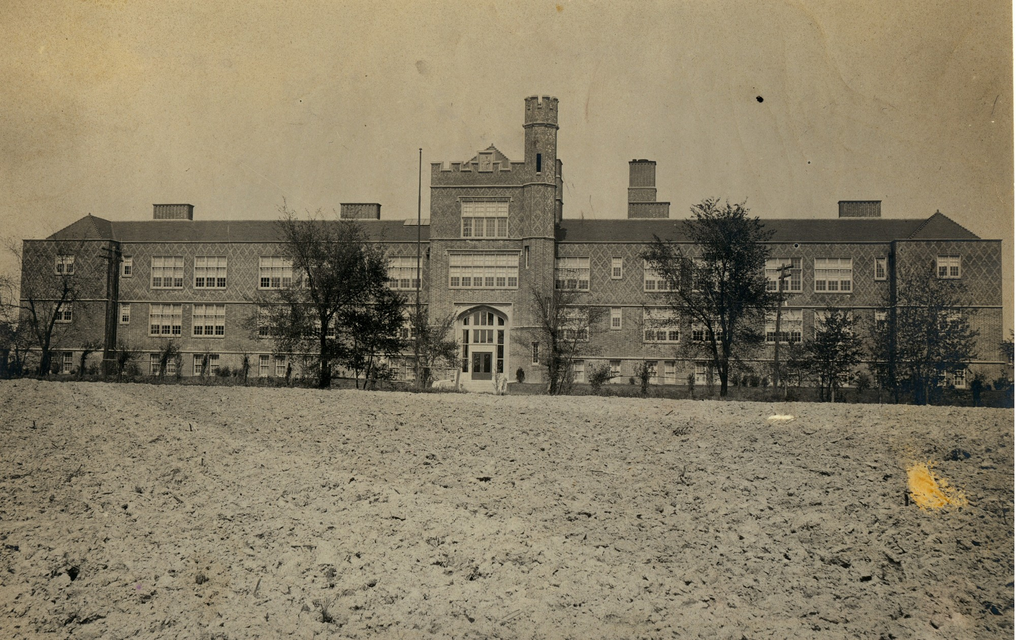 Photo Source -  Missouri Historical Society  (ca. 1907)
