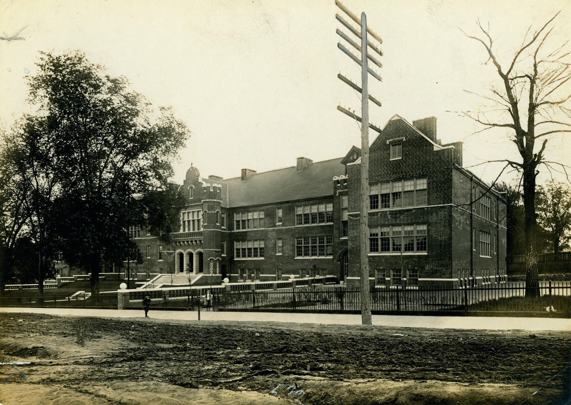 Photo Source -  Missouri Historical Society  (ca. 1910)