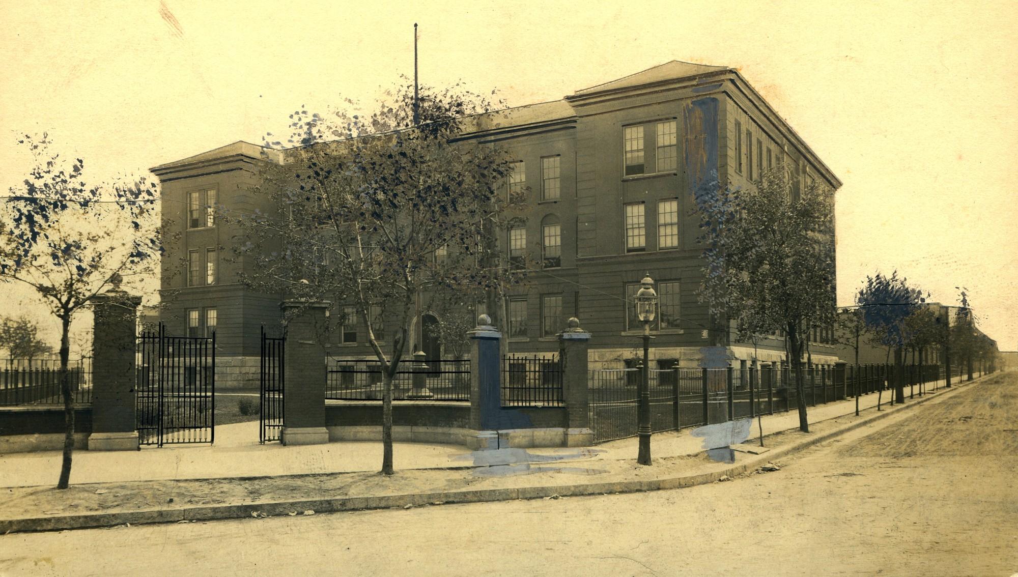 Photo Source:  Missouri Historical Society  (ca. 1898)