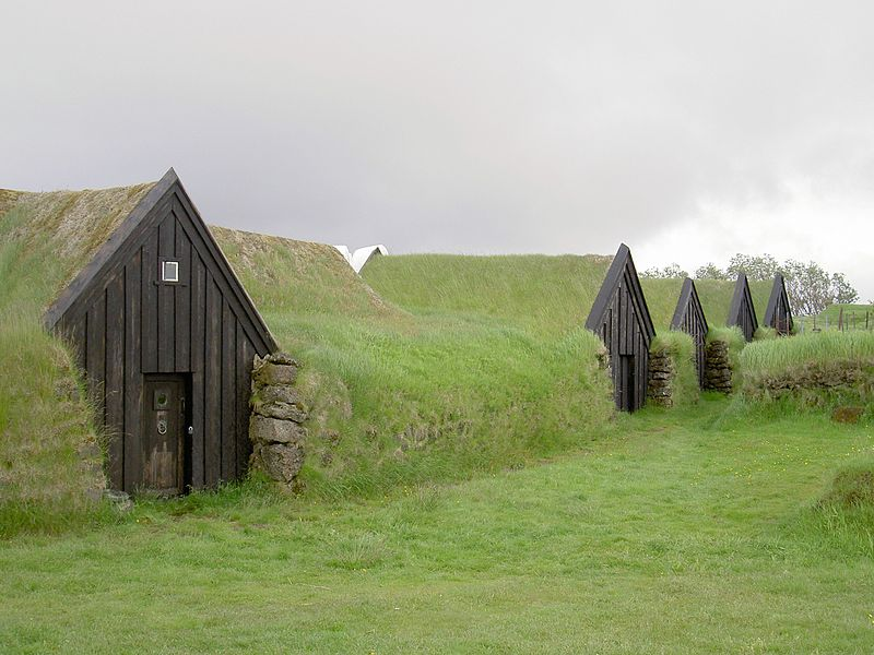800px-Iceland_Keldur_Earth_covered_homes.JPG