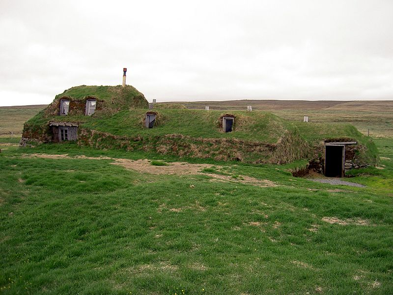 800px-Iceland_Saenautasel_Earth_covered_home_outside.JPG