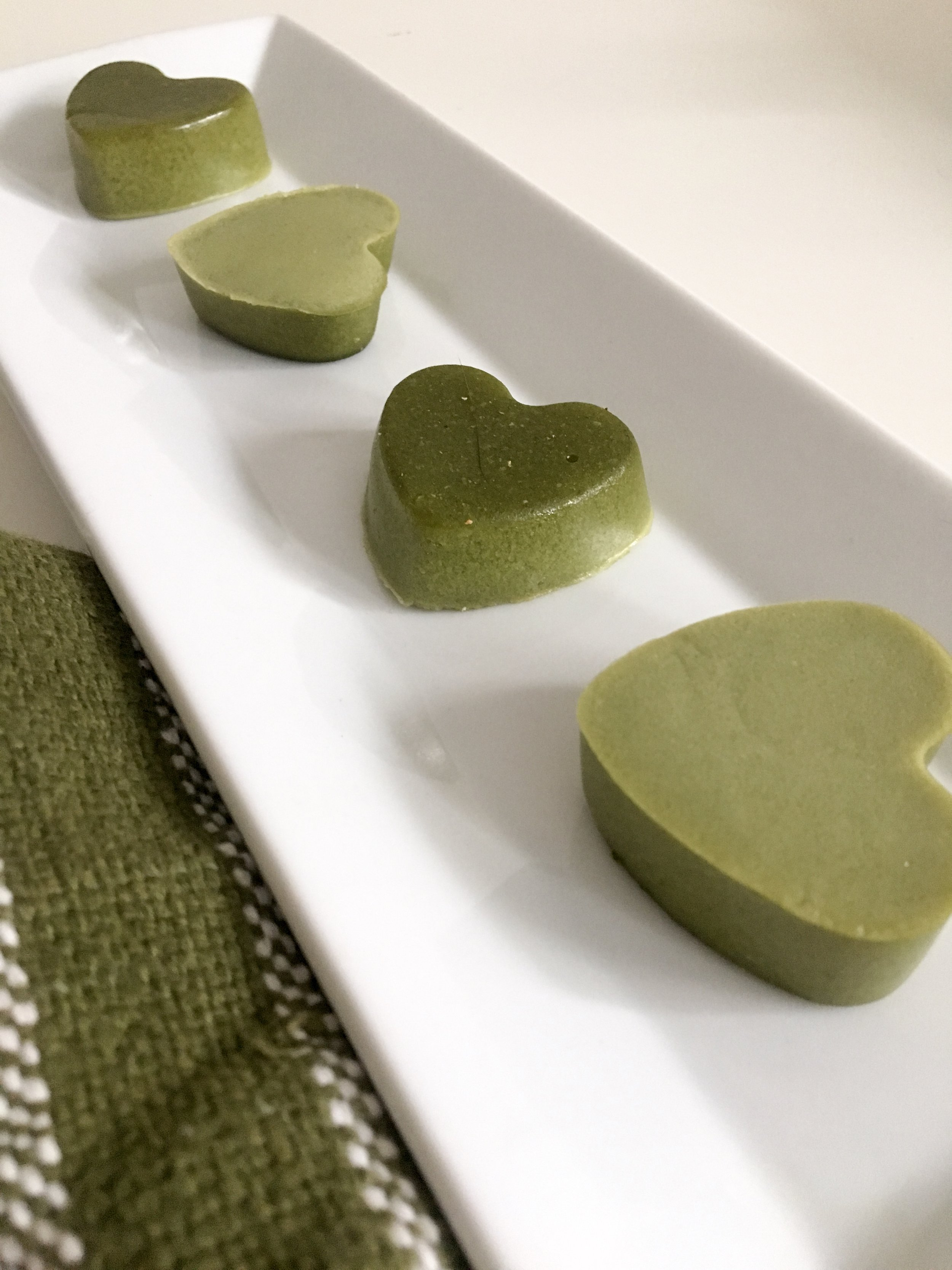 The matcha will settle slightly while the gummies set which give them a great ombré look.