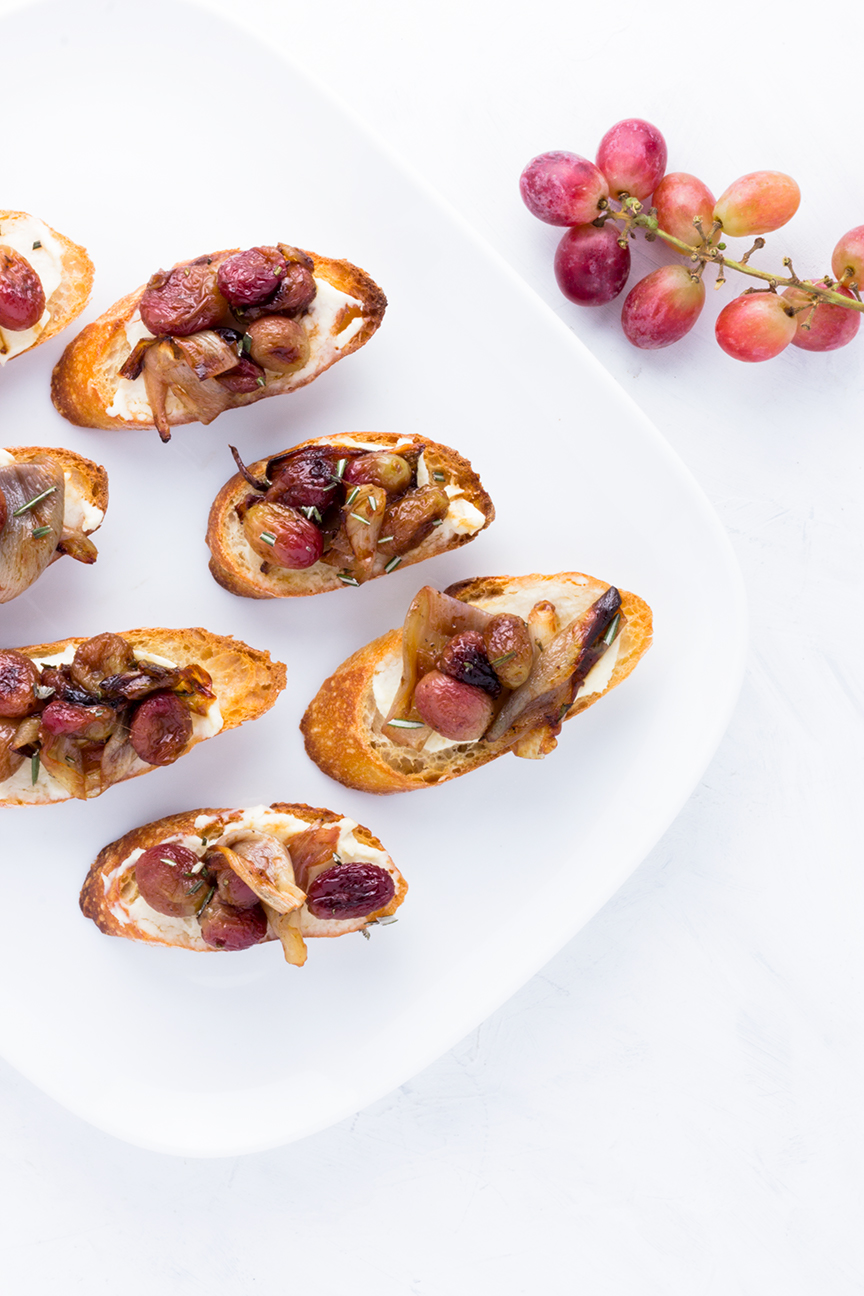 The perfect bite: serve these Roasted Shallot & Grape Crostini at your end of summer party!