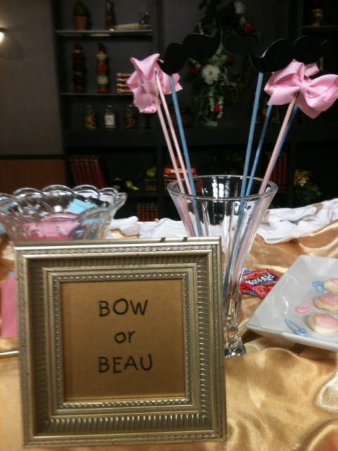 Gender-Reveal-Bow-or-Beau.jpg