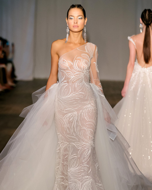 berta-wedding-dress-spring2019-23_vert.jpg