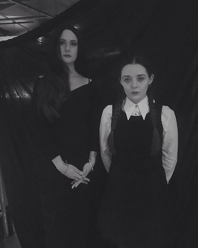 ⚰🔪👻🎃Happy Halloween!!🎃👻🔪⚰ Here are pictures from Sunday's class of our guest tutors, Morticia and Wednesday and the INCREDIBLE mummified model, Lily Christiana!  Drawings to follow-thanks to everyone for coming, we had a spooktacular time!  #Halloween #mummy #drawing #adammsfamily #bustermantis #fancydress #lifedrawing #londonart #ldg