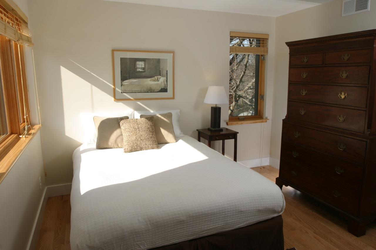 green-home---guest-bedroom_3259642338_o.jpg