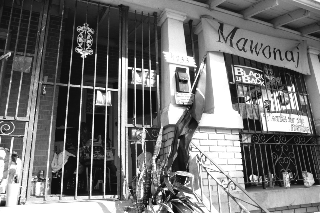 house-of-mama-d--porch-closeup_3497509713_o.jpg