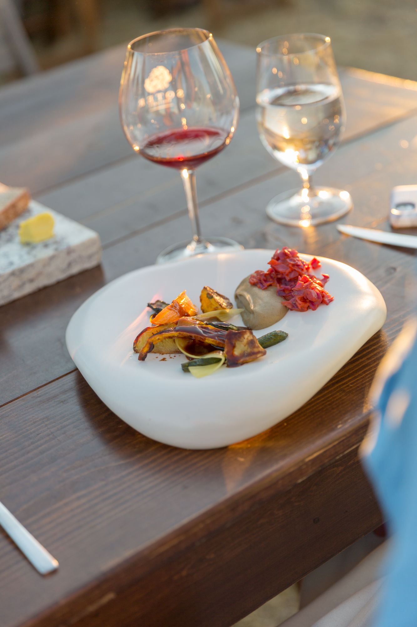 c stoll soter winery ipnc 2018 cloud plate table setting  .jpg