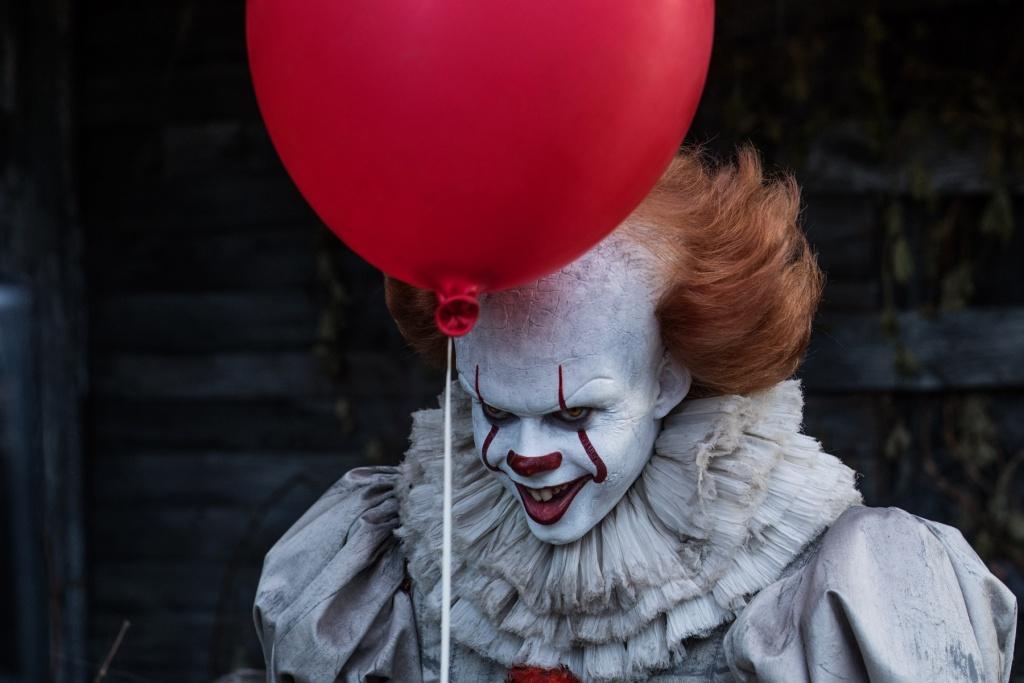 Bill Skarsgård as Pennywise the Dancing Clown in IT (2017).