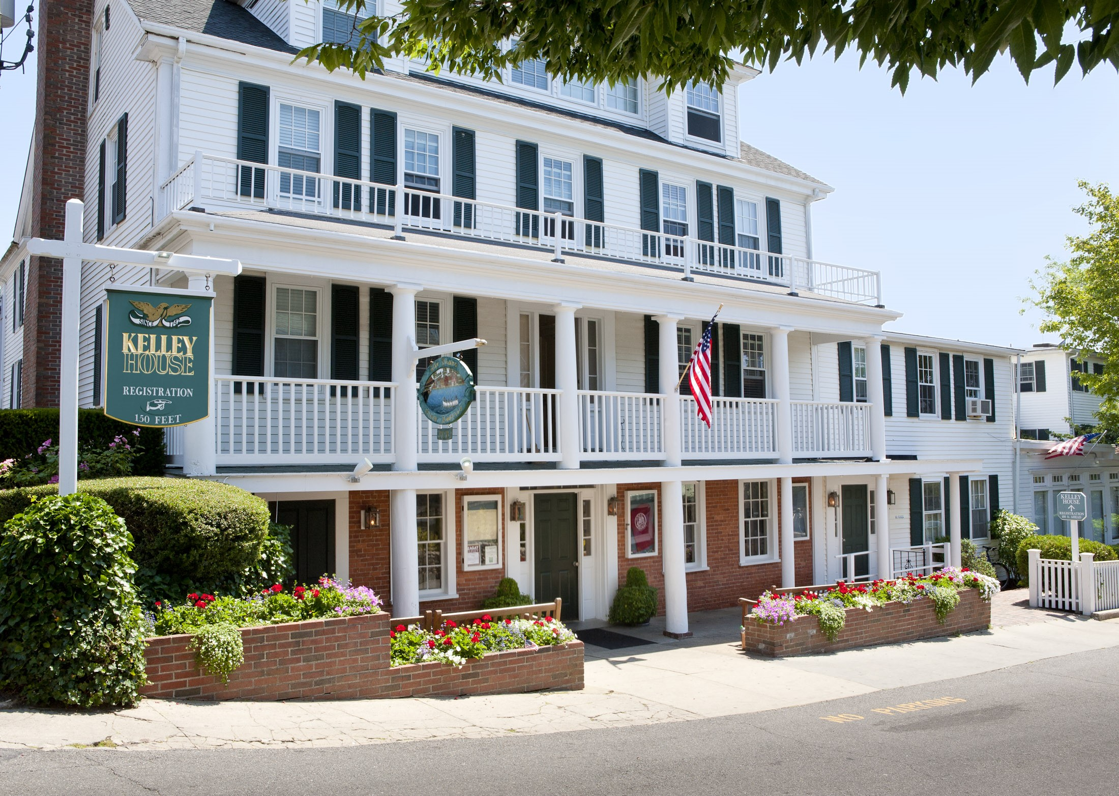 "KELLY HOUSE--(EDGARTOWN) (508) 627-7900    ROOM RATES: Call for rates, Mention: ""Martha's Vineyard Marathon"")    BOOK NOW: call for rates   Located in quaint Edgartown Kelley House is a gem among Martha's Vineyard hotels that has been offering guests classic Vineyard charm since 1742. Comprised of four classic houses and cottages offering a range of well-appointed  room and suites ,Kelley House is the choice in Edgartown hotels. Situated just steps from the waterfront.  Edgartown Bus Shuttle to start: 0 miles FINISH: 5 Miles (bus transportation provided from finish to Edgartown)"