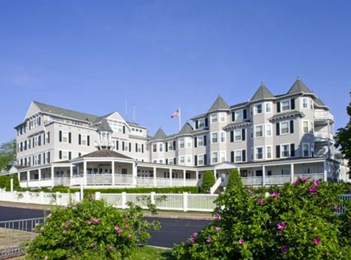 HARBOR VIEW HOTEL--(EDGARTOWN) (508) 627-7000    BOOK NOW! Call to make you reservation and mention MV Marathon    ROOM RATE: 2019 RATES: $279   The historic Harbor View Hotel on Martha's Vineyard, located in the very heart of Edgartown, Massachusetts, has been the second home for generations of families.  Edgartown Bus Shuttle to start: 0 miles from finish to Edgartown): 5 Miles (bus transportation proviided)