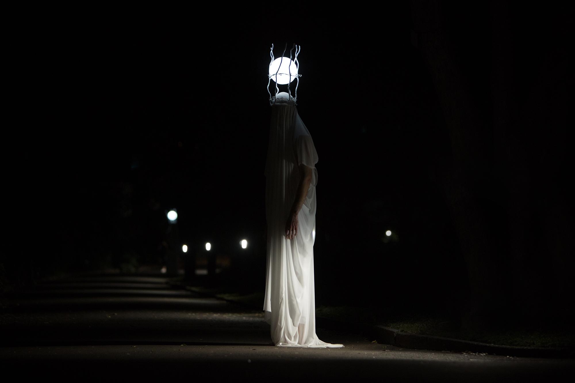 performer collaborator : Lee Searle l photography : Kathy Luu