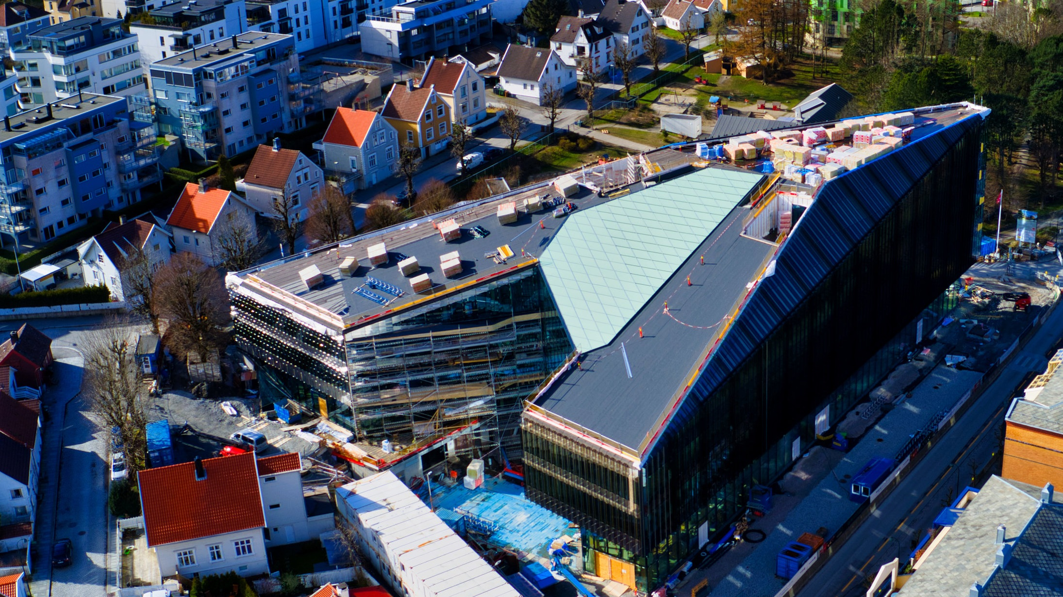 I DAG: SpareBank 1 SR-Bank flytter inn i Finansparken i Bjergsted i november. Bygget nærmer seg ferdigstillelse. Foto: 3D4D.no