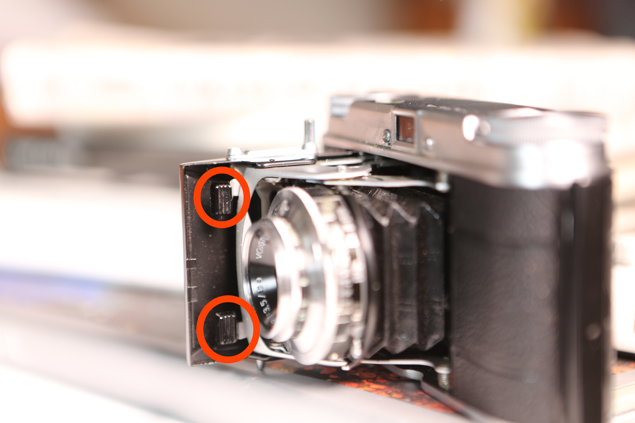 view of tabs to close the voigtlander vito ii