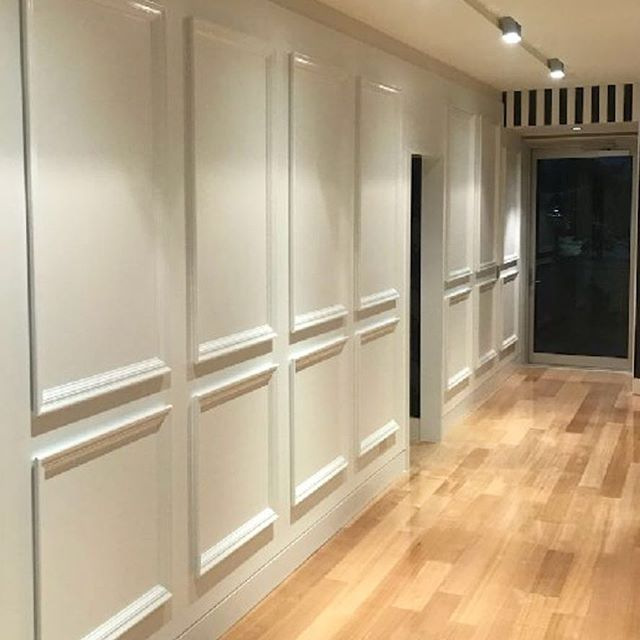 Traditional custom paneling has transformed this riverfront penthouse #happyclient #customdetails #traditionaldesign #interiordesign #interiordecorating  #interiorinspiration #newfarm  #brisbane #brisbaneinteriors #brisbanedesign #brisbanebusiness #sohointeriors