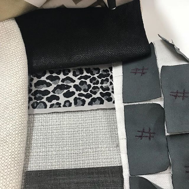 Friday schemes providing endless fun #linen #trim #wallpaper #plain #tonal #animal #texture #interiordesign #interiordecorating #interiorinspo #designdetails #ilovewhatido #happyfriday #sohointeriors 😉