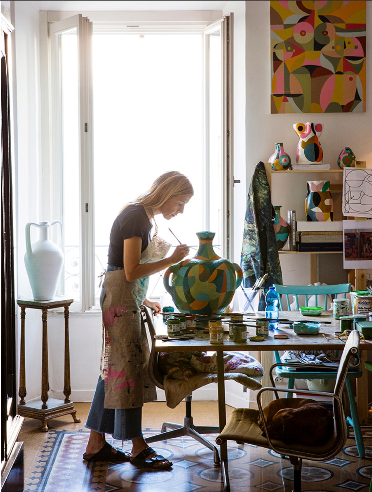 Liselotte Watkins i sin ateljé, 2018.