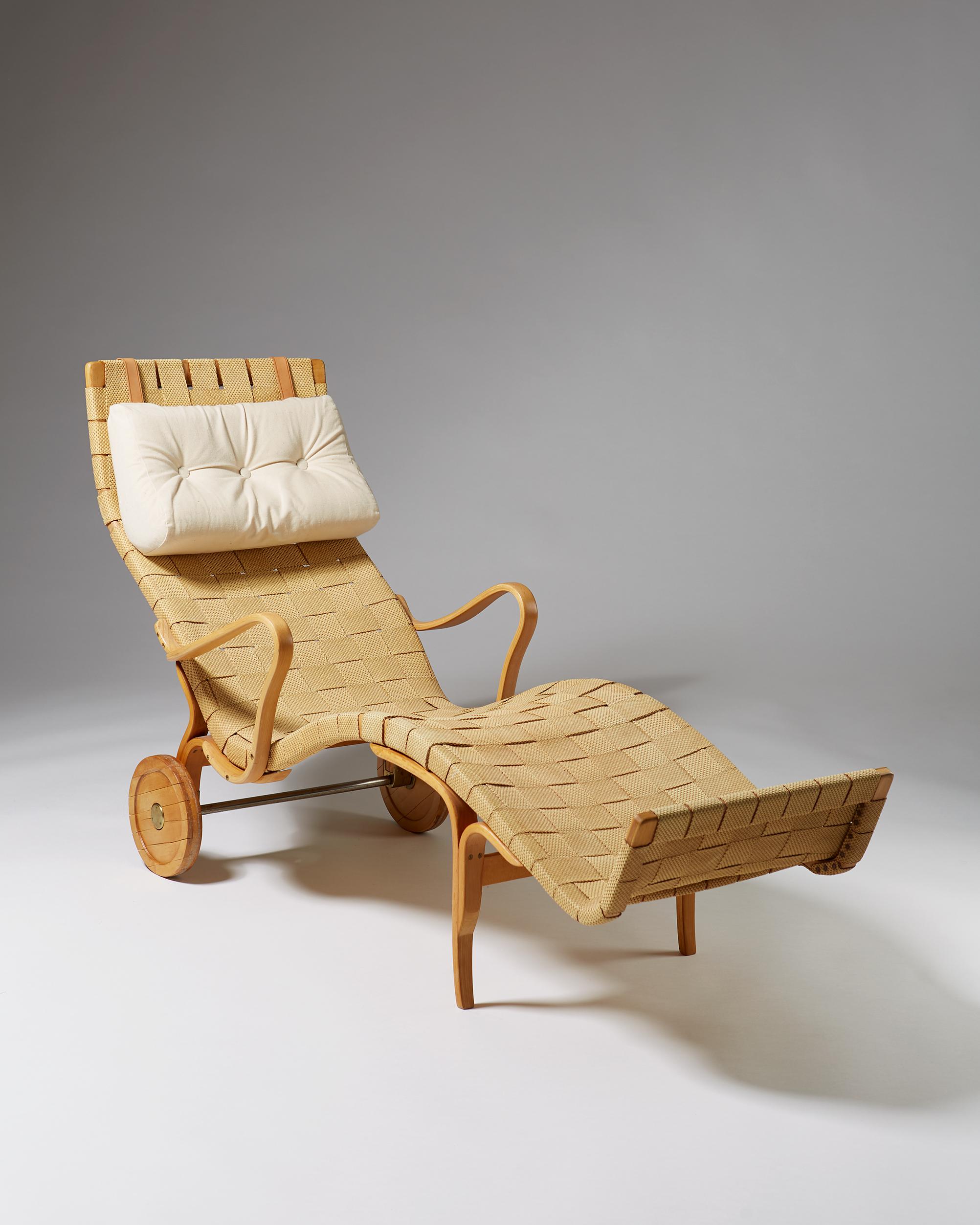 Bruno Mathsson  Chaise longue Sweden, 1940's Beech and original paper webbing. 90 x 163 x 63 cm Seat: 30 cm Armrest: 54,5 cm