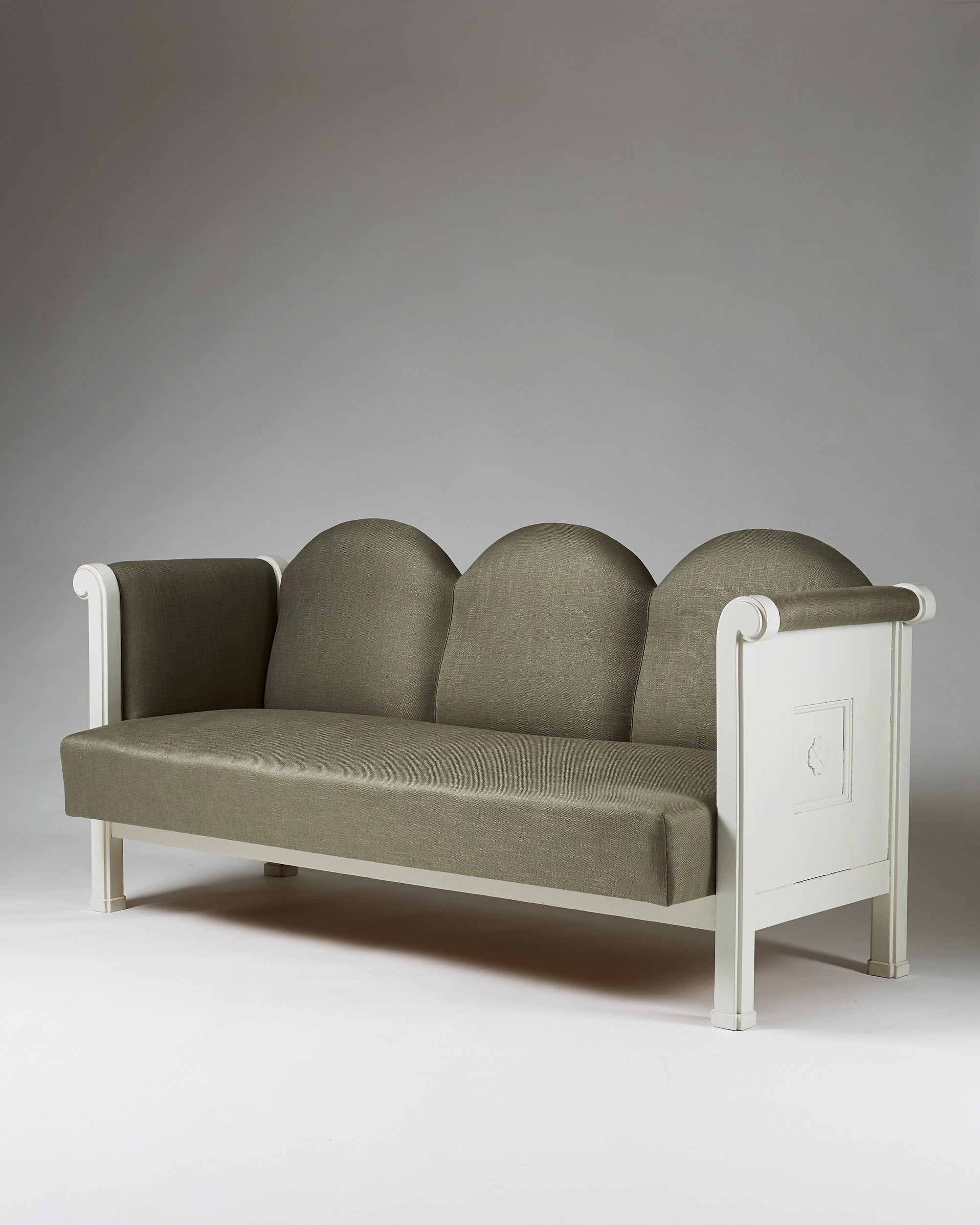 Eliel Saarinen  Sofa Finland, 1907 White painted wood, newly upholstered in linen fabric. 195 x 86 x 88 cm