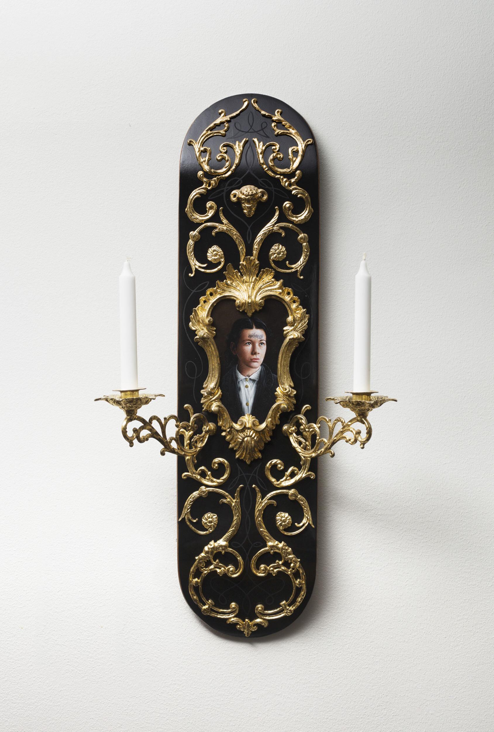 Jonas Brodin   Utan titel  201 4 Signerad och daterad a tergo  Assemblage, ornamenterad skateboard  med målning, ljuslampetter och stearinljus  Höjd 80 cm, bredd 42 cm