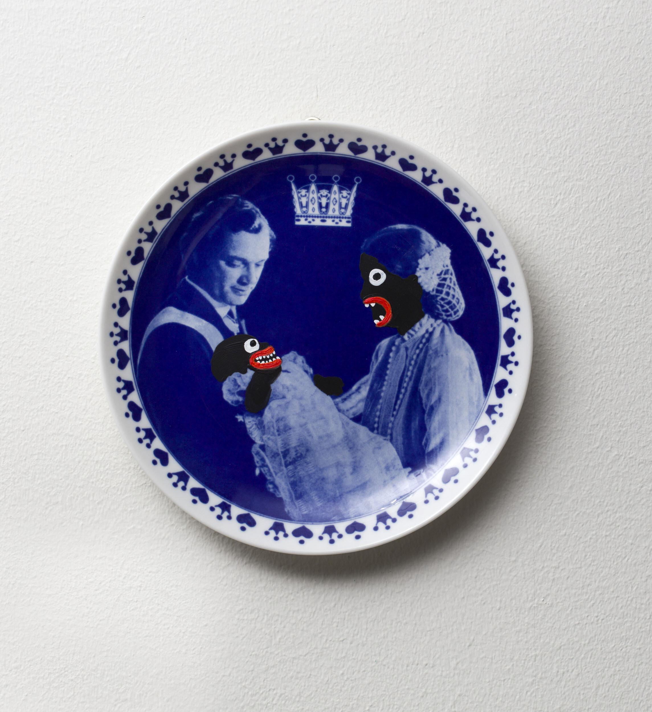 Makode Linde   Utan titel  Bemålat proslin Diameter 19,5 cm
