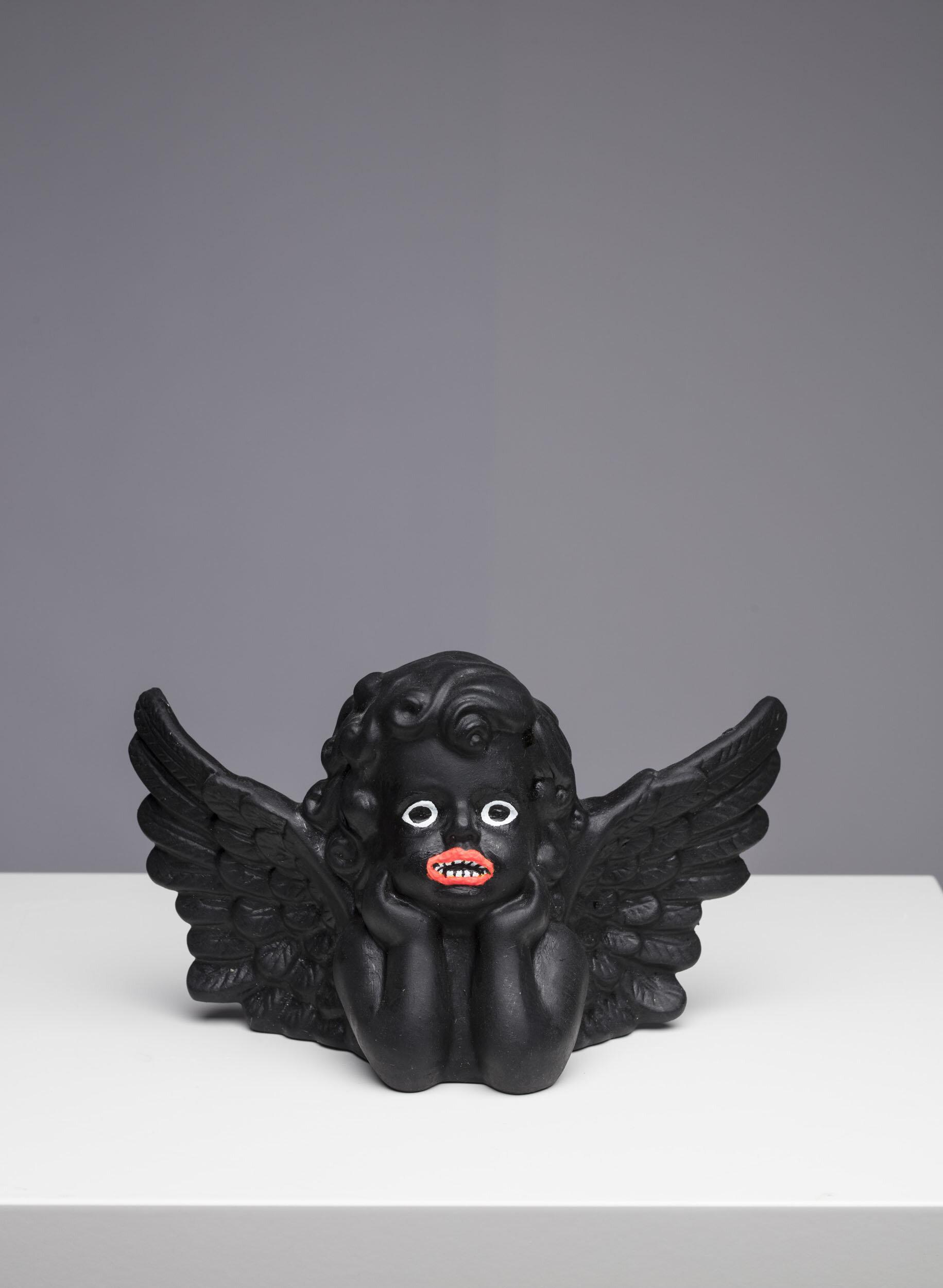 Makode Linde   Afromatic Angel  Bemålat porslin Höjd 11,5 cm, längd 20 cm