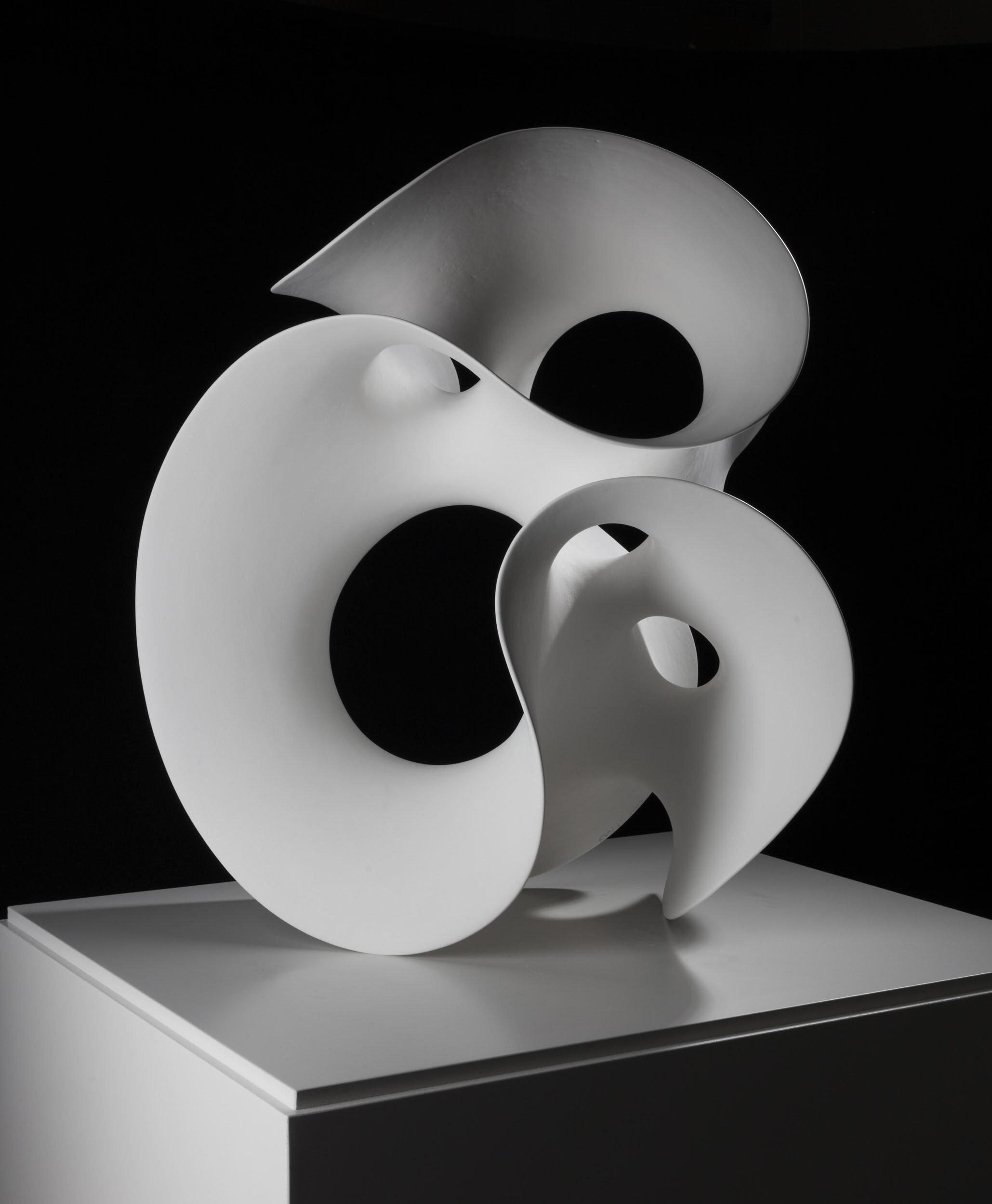 Eva Hild   Loop  2012 Signerad och daterad Unik skulptur. Handbyggd, kaolin-engoberat stengods Höjd 50 cm
