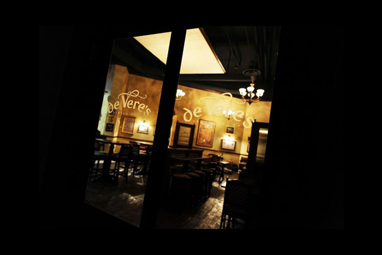 de Vere's authentic Irish pub design - logo frosted onto interior glass