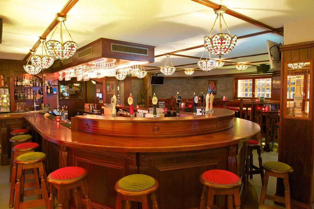 Papperla authentic Irish pub design - round-shaped wooden bar - interior design